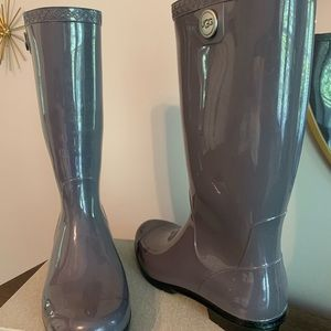 Grey patent leather ugg rainboots size8,fit like 9